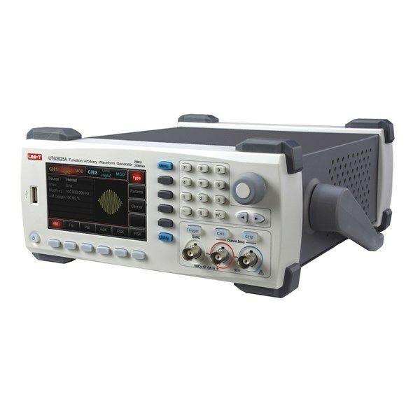 Generátor UNI-T UTG2025A (25MHz, 100MS/s)